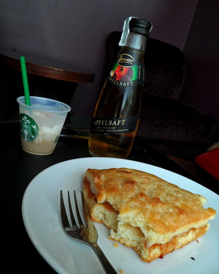 Scone with Apple Juice