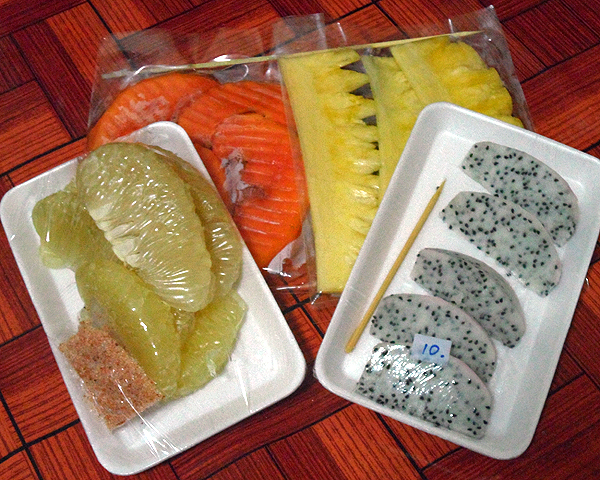 Papaya, pineapple, dragon fruit and pomelo fruit packages