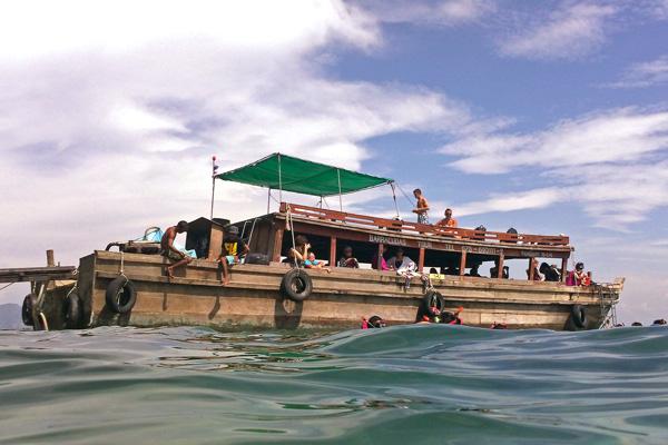4 Island Tour Boat