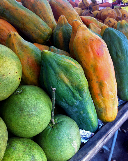 Papaya at the Market | a Nomad's Dream